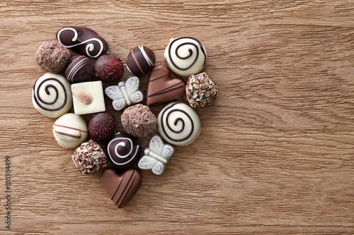 Foto op Aluminium Snoepjes Chocolate candies heart