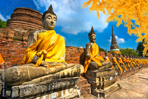mata magnetyczna Buddha Statues in Ayutthaya, Thailand,