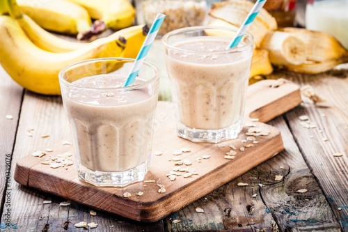 Foto auf AluDibond Milch / Milchshake Banana smoothie with oatmeal, peanut butter and milk