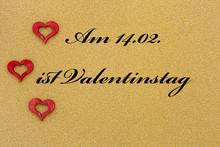Drei Herzen Auf Goldenem Hinte...