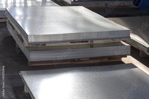 Blech Blech Metall in der Produktionshalle Fototapete