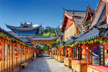 Ulica ukrašena tradicionalnim crvenim lampionima, Lijiang, Kina