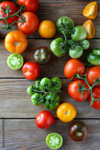 Fototapety, obrazy: assorted organic tomatoes on boards