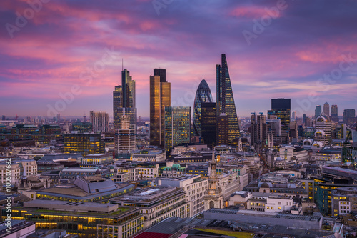 Photo  Skyline of Business district of London at dusk with beautiful colorful sky and C