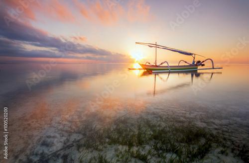 Foto op Aluminium Bali Twilight Sunrise at Sanur Beach Bali with traditional balinese jukung