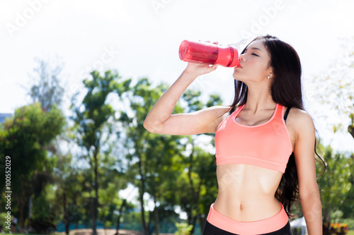 Fotografia  Asian Fitness Woman Drinking Water or Protein Shake
