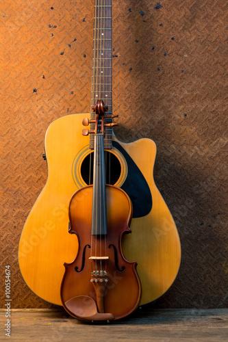 Keuken foto achterwand Muziekwinkel Acoustic guitar on old steel background