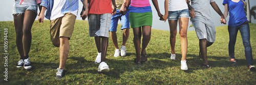 Foto  Group Casual People Walking Together Outdoors Concept