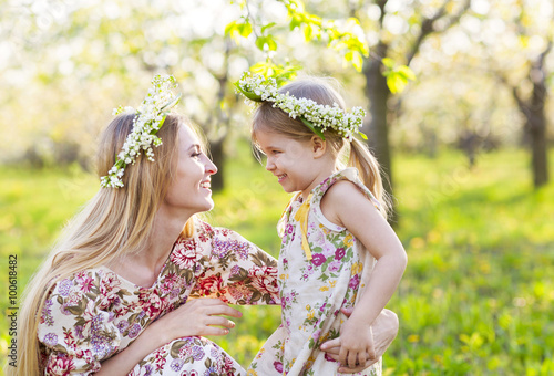 Poster Muguet de mai Happy mother and her little daughter in the spring day