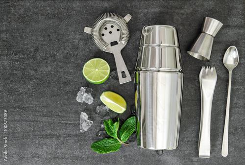 Fotografia  Cocktail shaker aperitif ingredients Mojito, caipirinha