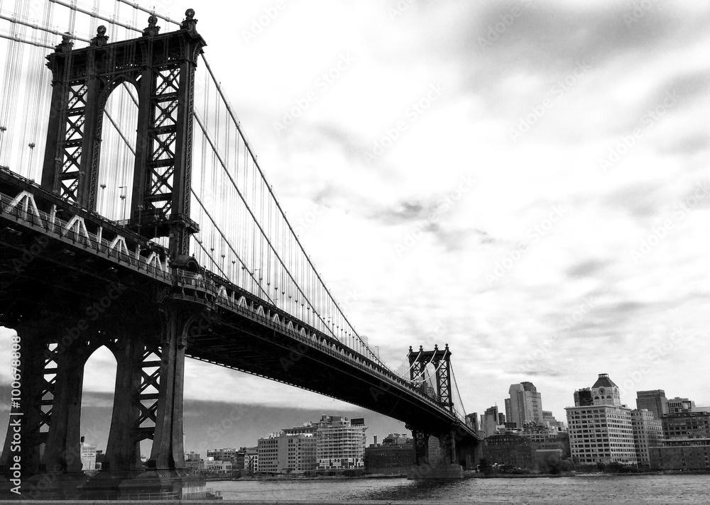 Fotografía Puente de Manhattan y la ciudad en estilo blanco y negro ...