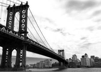 Fototapeta Industrialny manhattan bridge and the city in black and white style