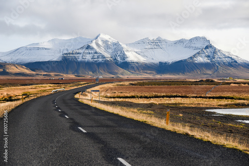 Photo Stands Eggplant Empty road in early winter of Iceland