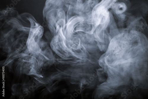 In de dag Rook Smoke on a black background. Defocused. Toned