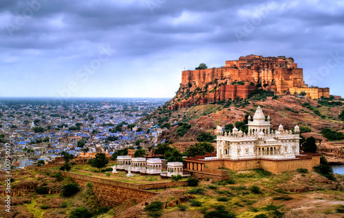 Tuinposter India Mehrangharh Fort and Jaswant Thada mausoleum in Jodhpur, Rajasthan, India
