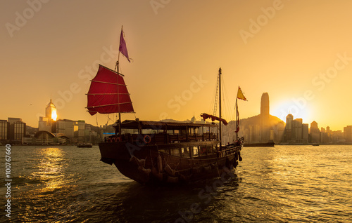Photo  Hong Kong Victoria Harbor and Junk boat