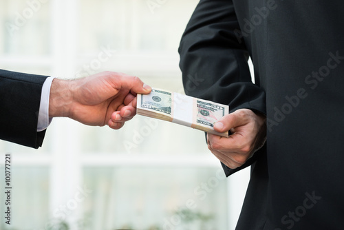 Fotografía  Businessman Taking Bribe From Partner