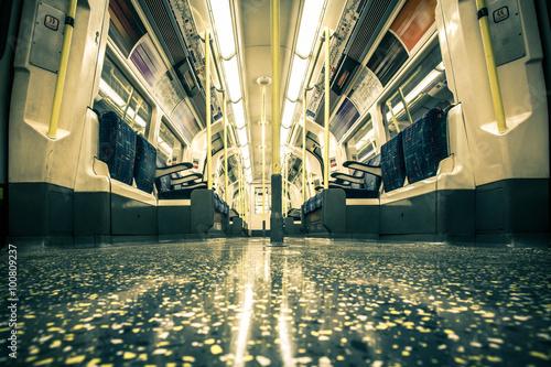 Zdjęcie XXL Pusty Londyński podziemny pociąg z rocznika brzmienia skutkiem