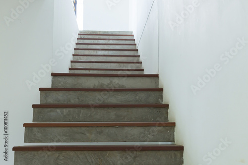 Foto auf Leinwand Treppe cement and wood staircase on white mortar wall