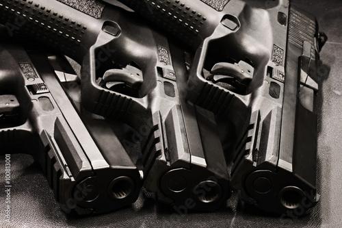 Carta da parati handgun on the black background