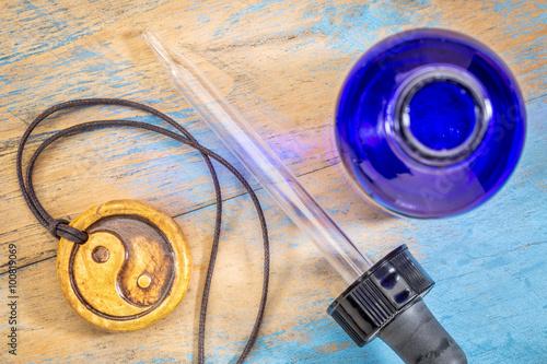 Fotografie, Obraz  aromatherapy yin and yang necklace
