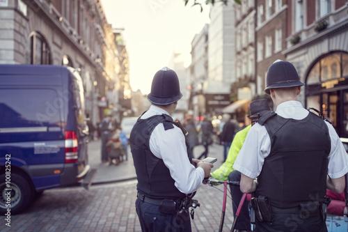 Carta da parati British police constable on London streets