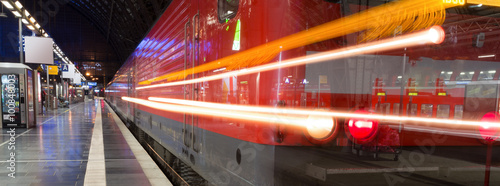 Fotoposter Treinstation train station evening traffic lights panorama
