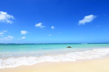 沖縄のさわやかな空と海