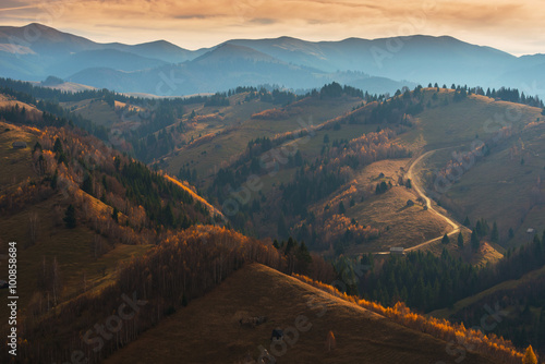 Photo Autumn scenery in remote rural area in Transylvania