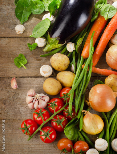 Foto  Healthy organic vegetables. Food background.