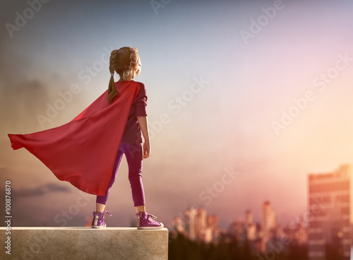 Fotografia  girl plays superhero
