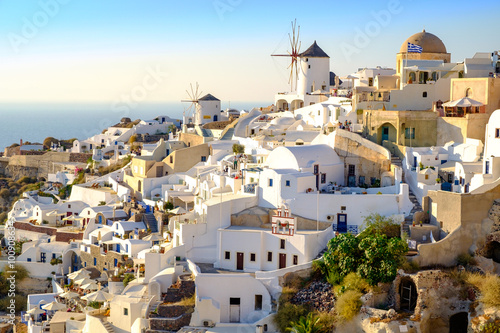 Fototapety, obrazy: View of beautiful village Oia with whitewashed and colorful hous