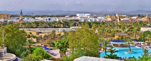 Canvas-taulu HAMMAMET, TUNISIA - OCT 2014: Swimming pool in luxury hotel on O