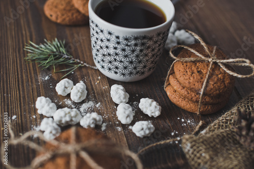 Photo  A glass of coffee with biscuits 5091.