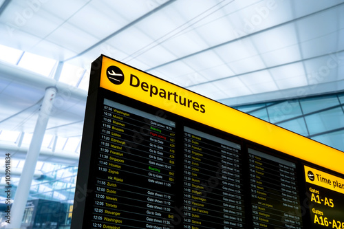 Photo Flight information, arrival, departure at the airport, London, England
