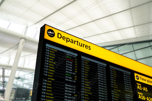 Poster de jardin Aeroport Flight information, arrival, departure at the airport, London, England