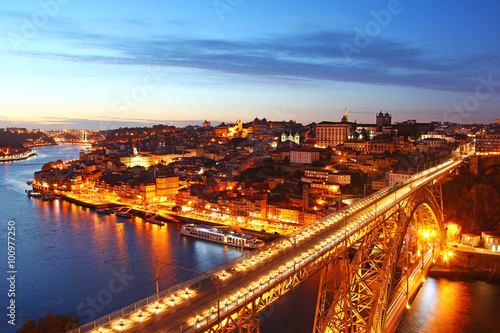 Spoed Foto op Canvas Canada Dom Luis Bridge and Porto old town, Portugal