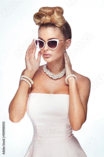 Fotografía Blonde elegant woman.