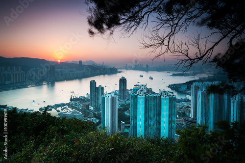 Photo  Sunset over Hong Kong Island as seen from Devil's Peak, Kowloon