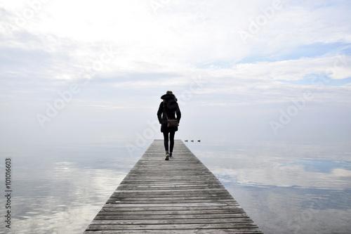 ragazza sul ponte