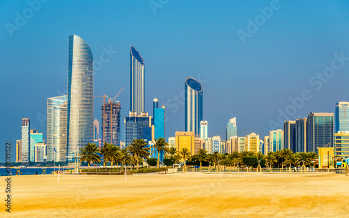 Staande foto Abu Dhabi View of Abu Dhabi skyscrapers from the Public Beach
