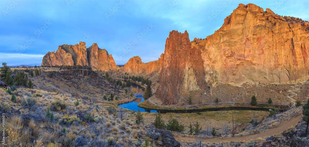 Fototapety, obrazy: Sunrise at Smith Rock State Park in Central Oregon