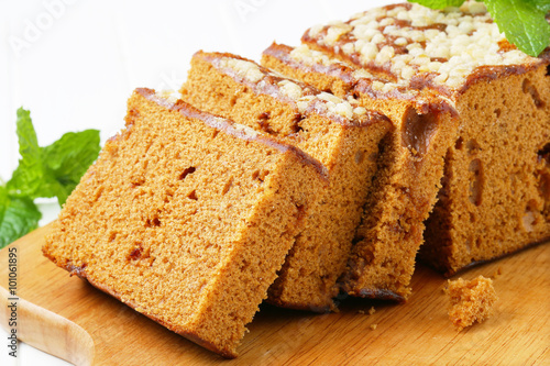 Fotografie, Obraz  Sliced gingerbread loaf