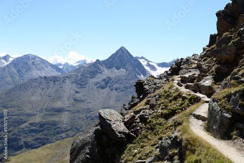 fototapeta na szkło Weg an der Breslauer Hütte, Ötztaler Alpen