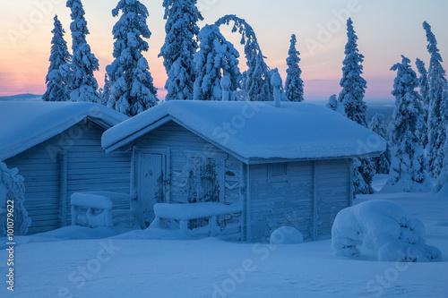 Photographie  verschneite Hütte Finnland