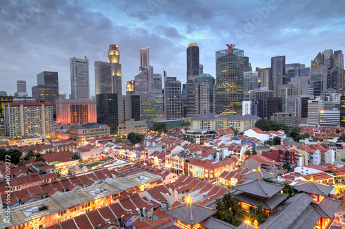 Tuinposter Singapore Aerial View of Singapore Chinatown With City Skyline at Sunset