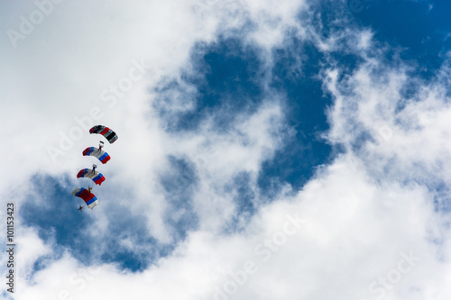 Foto op Canvas Luchtsport Paratroopers in the sky.