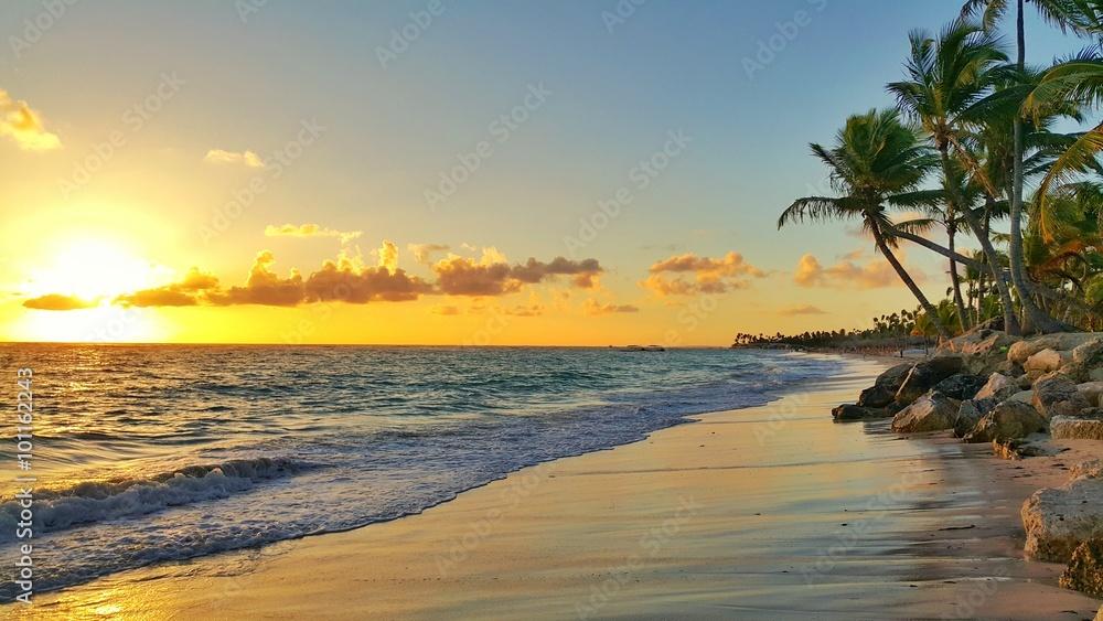 Fototapety, obrazy: Wschód słońca nad tropikalną wyspą