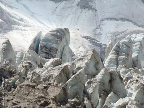 Obraz na plátně  Seracs in Caucasian mountains