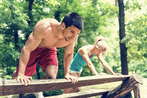obraz lub plakat Fitness couple exercising in the park